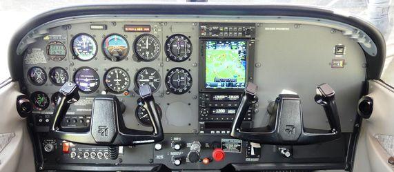 Cessna 172 R/S control panel